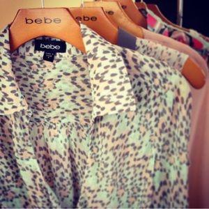 🌸bebe pretty prints blouse
